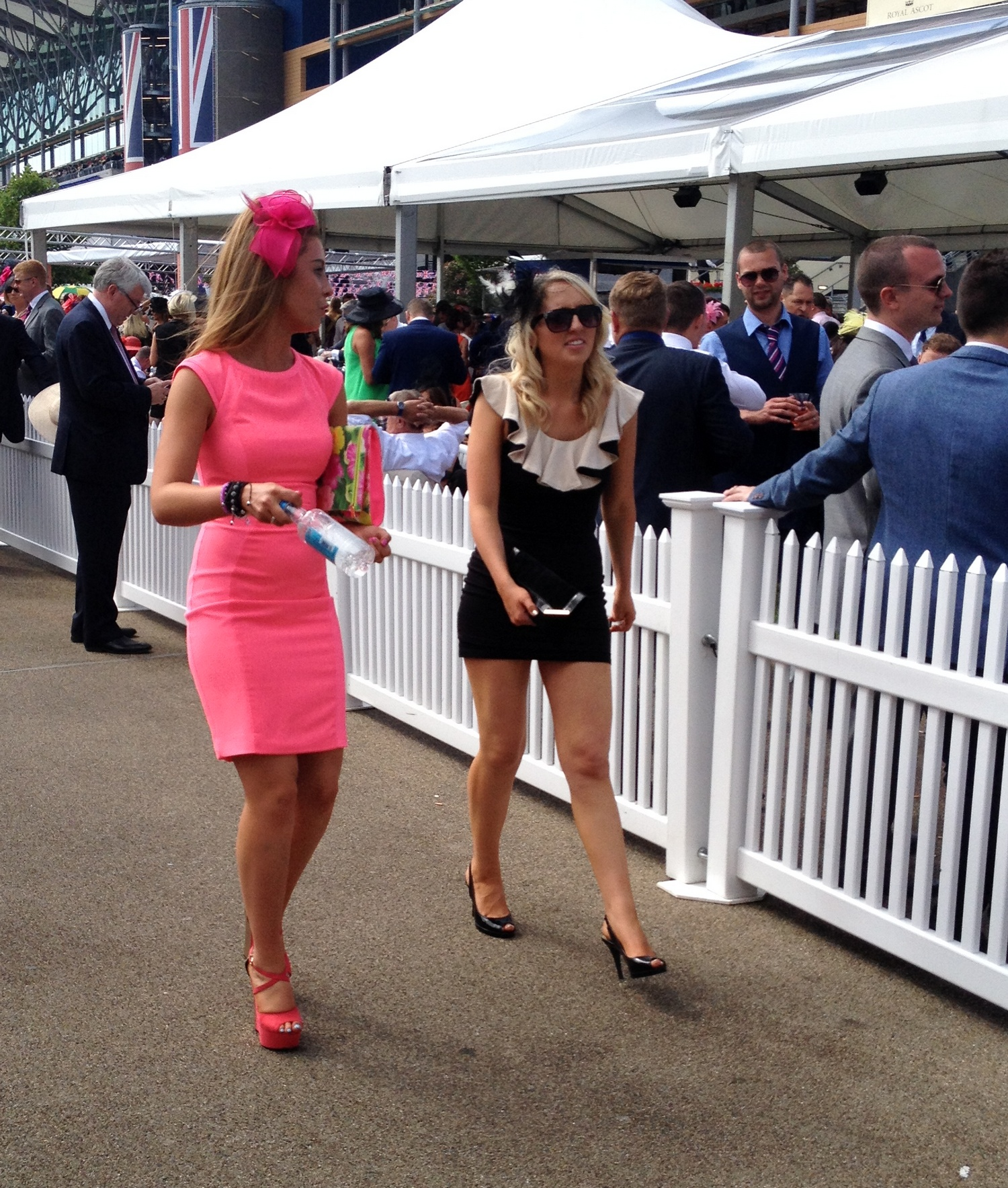 Bagstowear_Royal_Ascot_Walking_Along_Pink