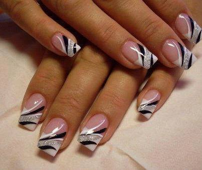 Bagstowear_Stripes_Manicure_French_Nailart
