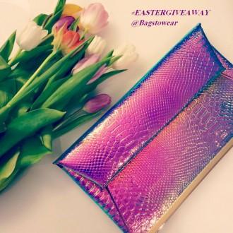 Bagstowear_Purple_Neon_Clutch_Txt
