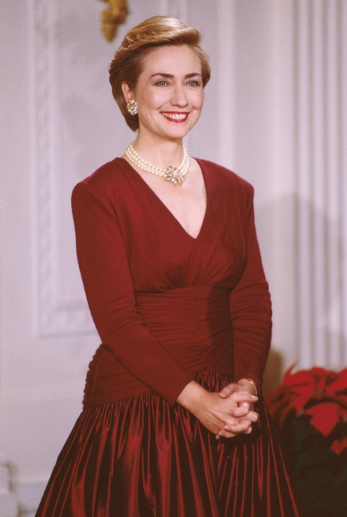 Hilary_Clinton_1993_Newly_Appointed_1st_Lady_Bagstowear