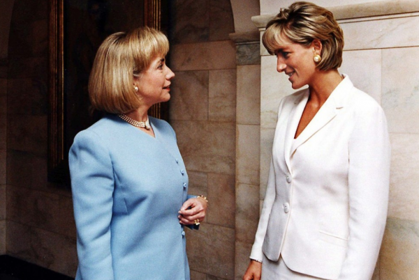Hilary_Clinton_1997_with_Princess_Diana_Bagstowear