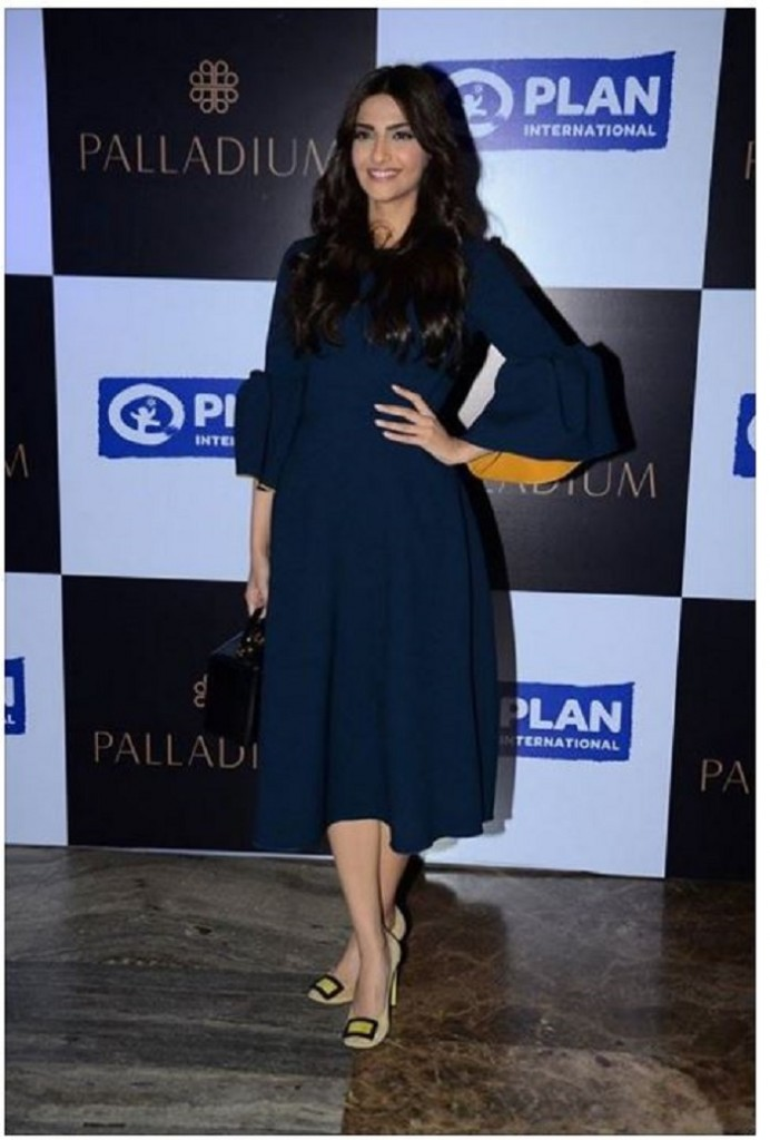 Bagstowear_Bell-Sleeves-Dress_Sonam_Kapoor